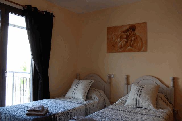 itsh 1554124653WMGAYO ref 1739 mobile 9 Bedroom 2 with aircon Villamartin Plaza