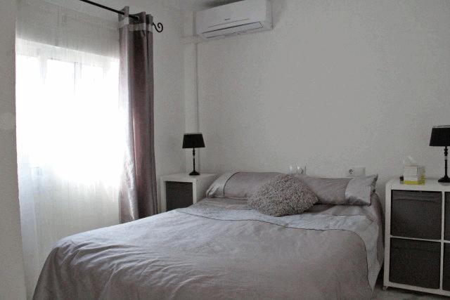 itsh 1592609730JMUNYV ref 1761 mobile 7 Master bedroom of the apartment Villamartin Plaza