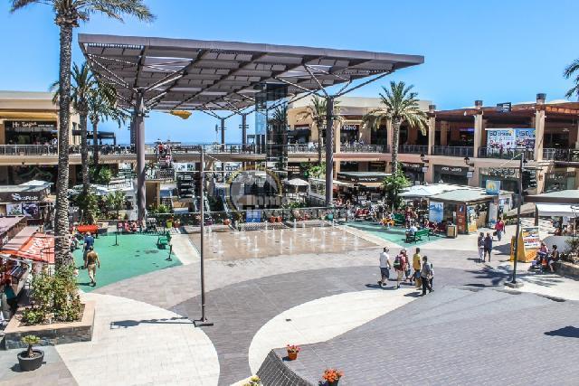 itsh 1521811608XWKVNQ ref 7 mobile 20 Zenia BLVD shopping centre 2 km away Villamartin Plaza