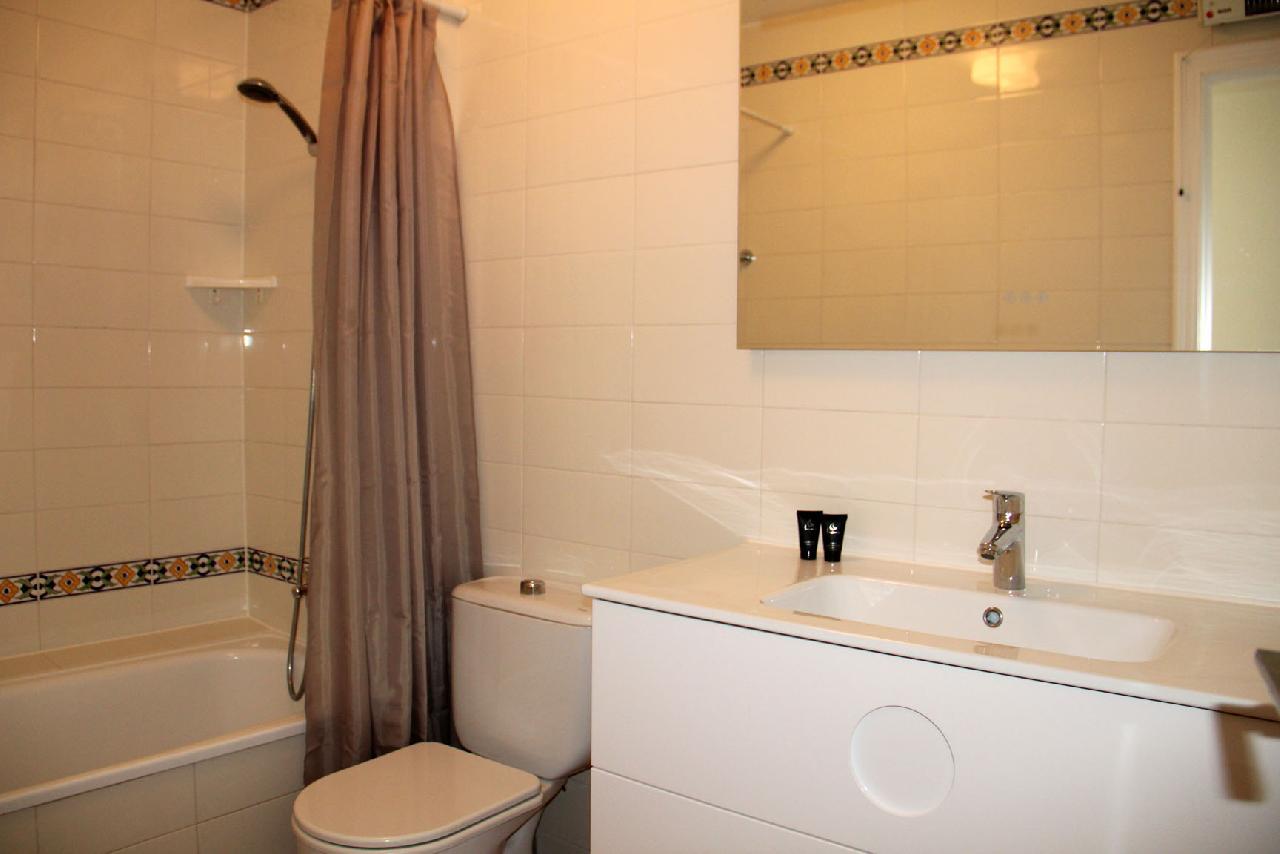 itsh 1554124653WMGAYO ref 1739 mobile 10 Full family bathroom Villamartin Plaza