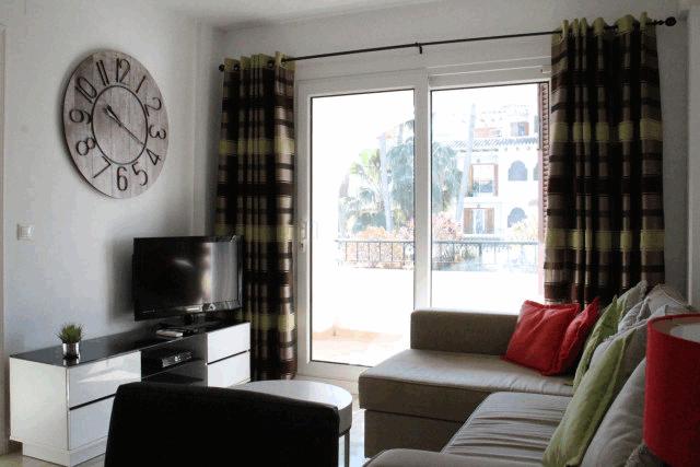 itsh 1573152470RKPILY ref 1744 mobile 3 Spacious Living room Villamartin Plaza