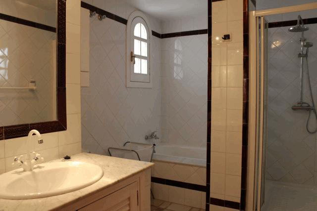 itsh 1522066085QGDZPF ref 1714 mobile 8 Family bathroom with separate shower Villamartin Plaza