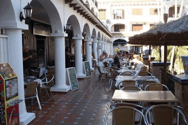 itsh 1592609730JMUNYV ref 1761 mobile 14 Dining and bars in the plaza Villamartin Plaza