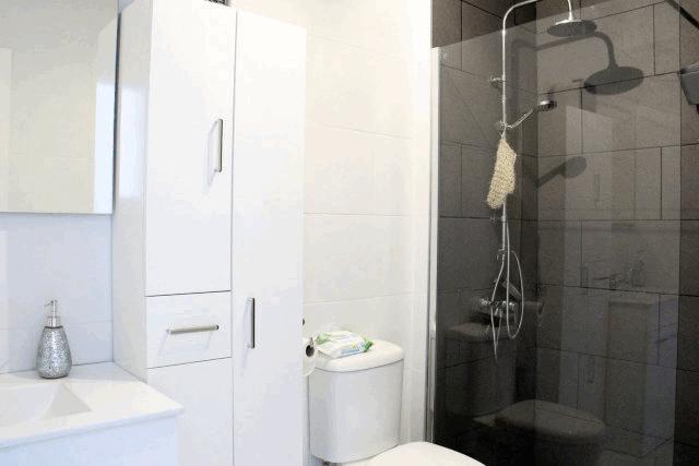 itsh 1592609730JMUNYV ref 1761 mobile 8 Full family shower room Villamartin Plaza