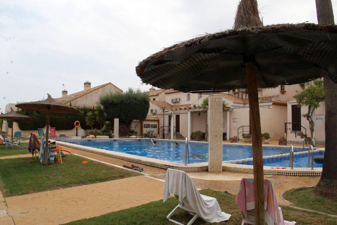 itsh 1629758820XRZLEF ref 1767 mobile 11 Sunbathe at the large communal pool Cabo Roig