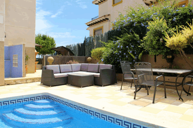 itsh 1591917851KBDQSH ref 1760 mobile 3 Seating at the pool to relax or dine Villamartin