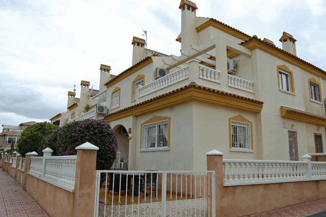 itsh 1521881460TQWANP ref 1712 mobile 2 Outside of this Playa Flamenca Townhouse Playa Flamenca