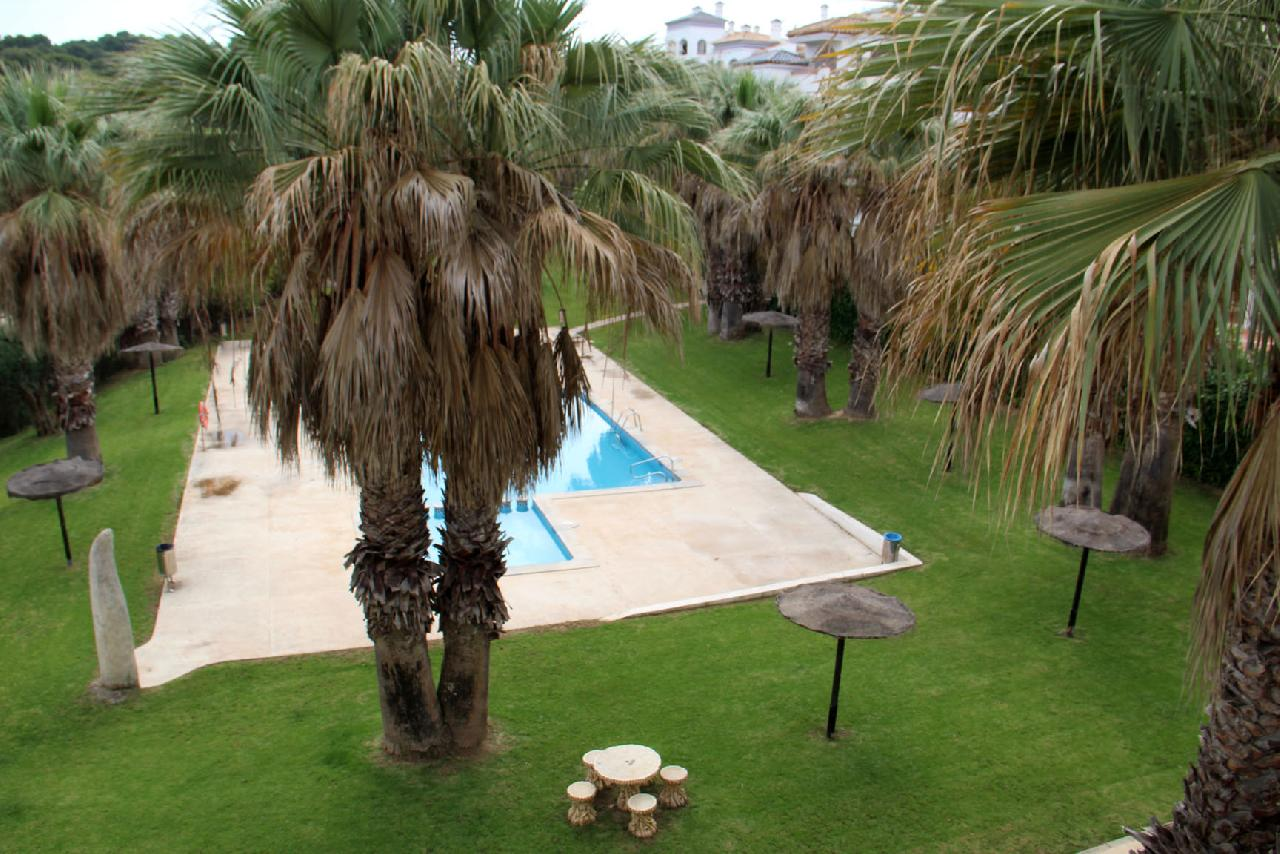 itsh 1623879163GXYZTF ref 1765 mobile 11 Views of the communal pool from the balcony Villamartin Plaza