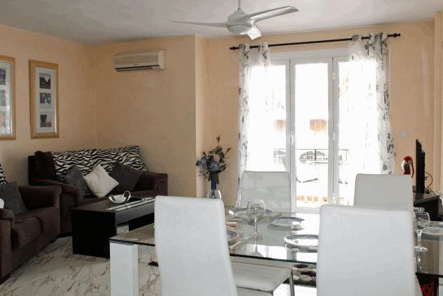 itsh 1522138368SXEZUQ ref 1730 mobile 2 Beautiful open plan living room & kitchen Villamartin Plaza