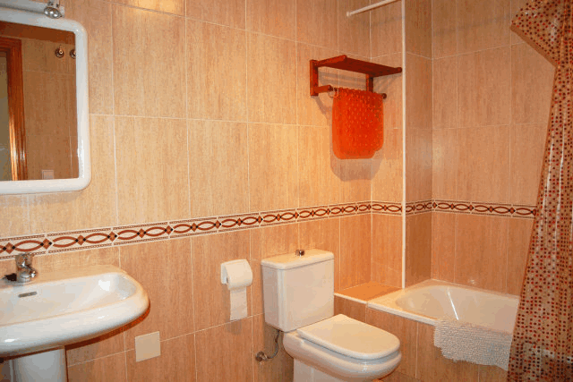 itsh 1521881460TQWANP ref 1712 mobile 12 Full family bathroom upstairs Playa Flamenca