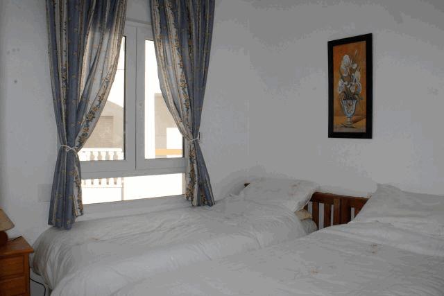 itsh 1578332977JCAXUS ref 1753 mobile 8 Bedroom 2 with 2 single beds Villamartin