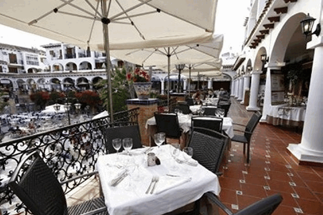 itsh 1554115842SQYCFZ ref 1736 mobile 17 Fine dining always at the plaza Villamartin Plaza