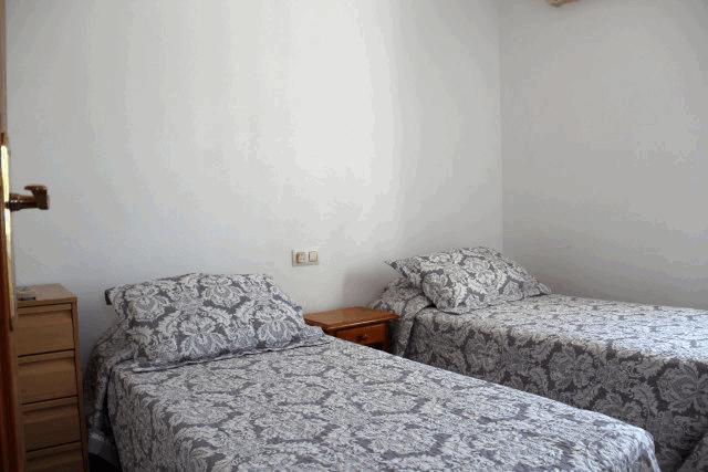 itsh 1573332353HUYLBQ ref 1750 mobile 13 Bedroom 3 with 2 single beds El Galan