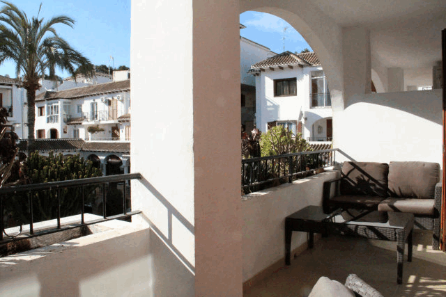 itsh 1573152470RKPILY ref 1744 mobile 10 Very large balcony Villamartin Plaza
