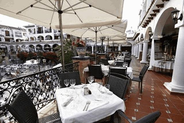 itsh 1578332977JCAXUS ref 1753 mobile 17 fine dining in the Villamartin Plaza Villamartin