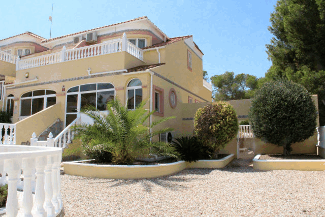 itsh 1573332353HUYLBQ ref 1750 mobile 1 Front of this holiday home El Galan