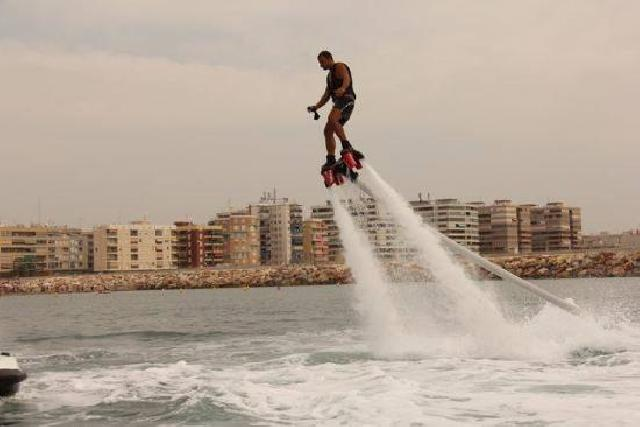 itsh 1522130944UNQFIR ref 1720 mobile 22 Flyboarding in Torrevieja Villamartin Plaza