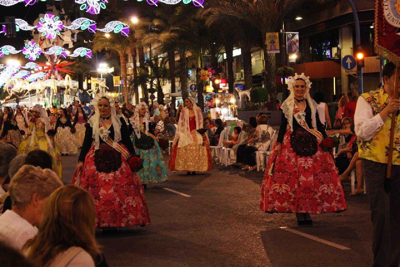 itsh 1522130944UNQFIR ref 1720 mobile 24 Local festive parades Villamartin Plaza