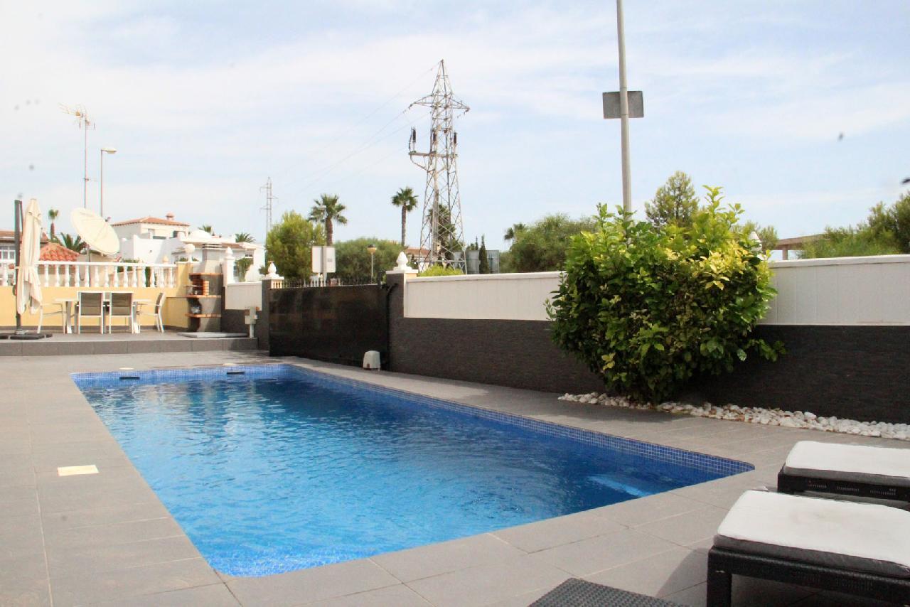 itsh 1631312124YNWEKC ref 1768 mobile 5 Sunbath around the pool Villamartin