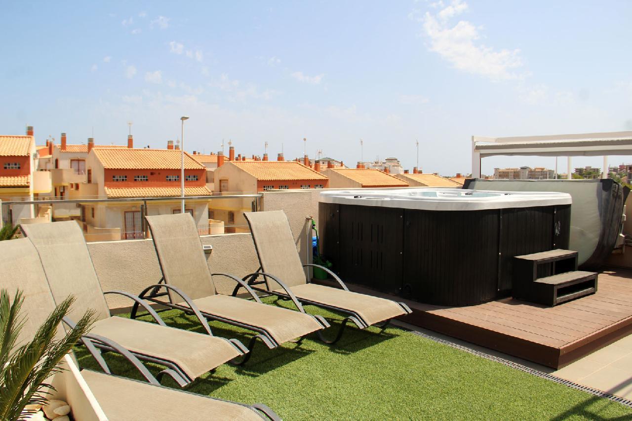 itsh 1632172264OFCWJT ref 1771 mobile 12 Relax in the sun or hot tub La Zenia