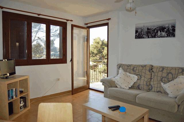 itsh 1521901332FXBPML ref 1698 mobile 4 Spacious Living room area leading to balcony Villamartin Plaza