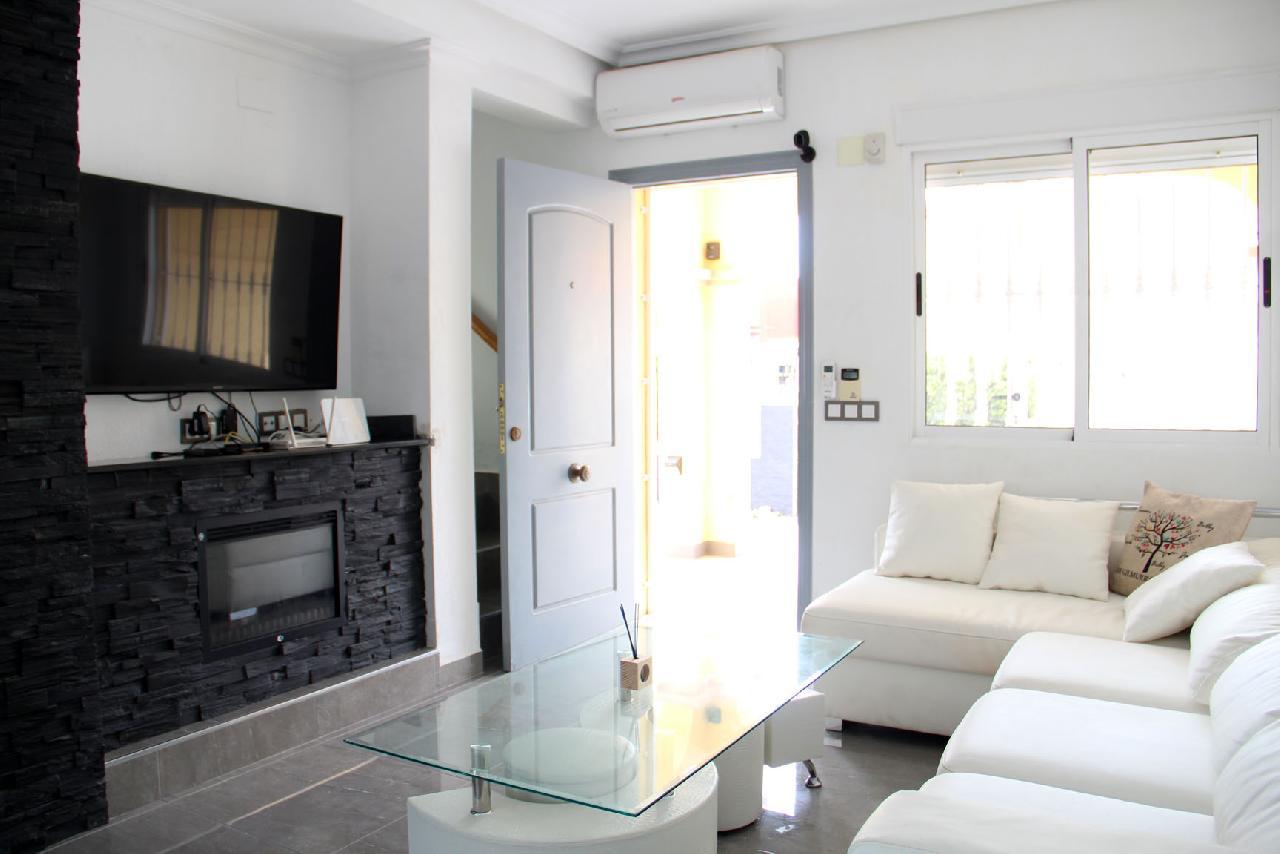 itsh 1631312124YNWEKC ref 1768 mobile 6 Living room, TV and FREE WIFI Villamartin