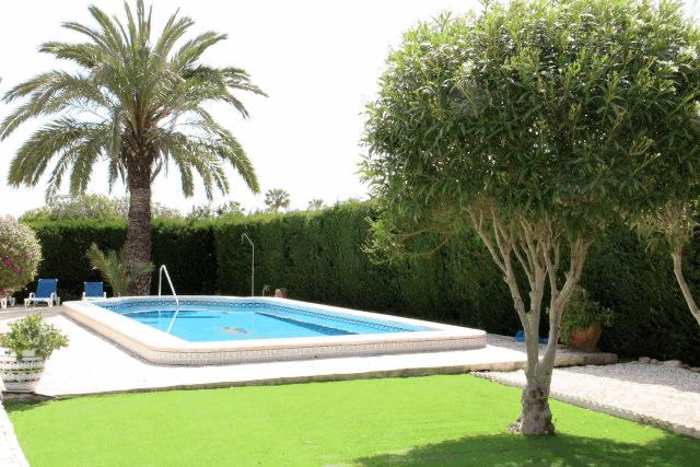 itsh 1553262456RFOTWN ref 1098 mobile 14 Stunning 4 bed Villa in Villamartin Villamartin