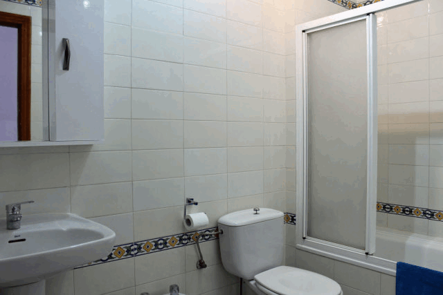 itsh 1554115842SQYCFZ ref 1736 mobile 9 Fully fitted family bathroom Villamartin Plaza