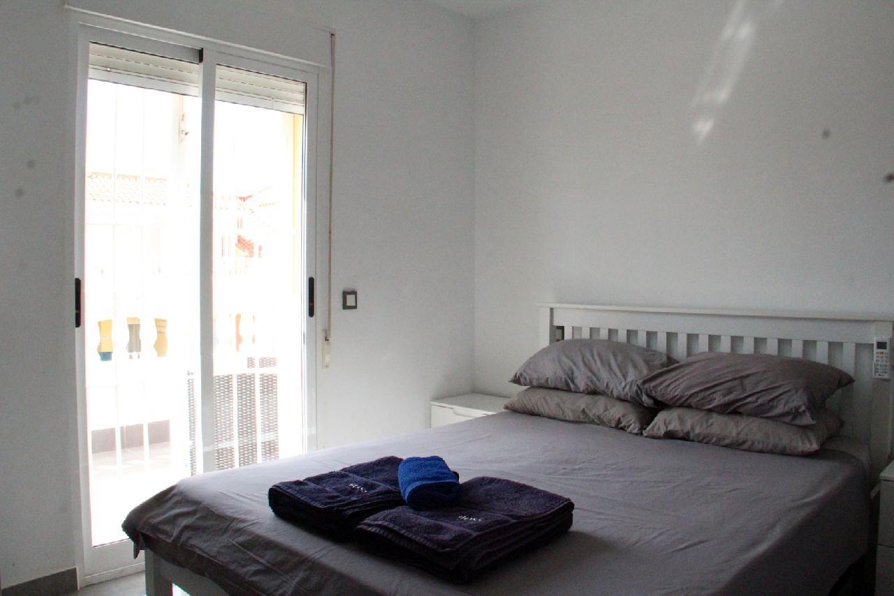 itsh 1631312124YNWEKC ref 1768 mobile 13 Master bedroom, private balcony and TV Villamartin