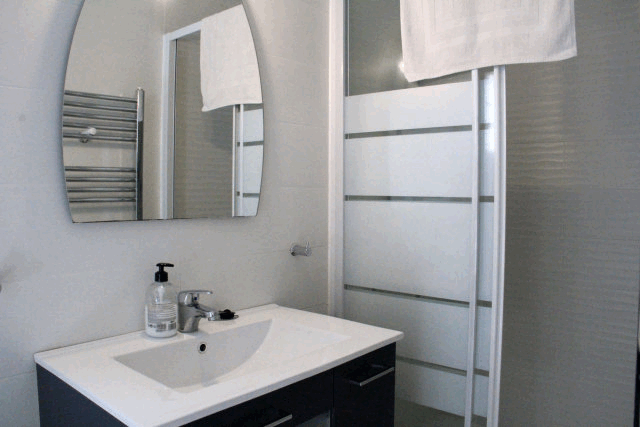 itsh 1553262456RFOTWN ref 1098 mobile 13 2 of 4 En Suite Shower Rooms in the Villa Villamartin
